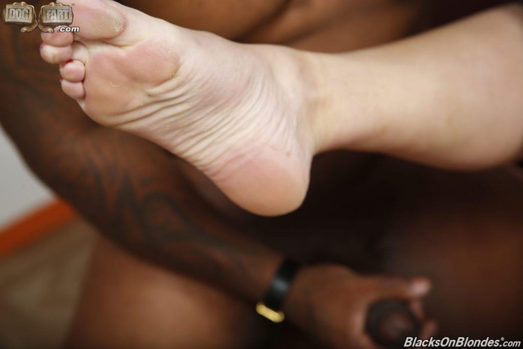 Black Gods Get Pussy, Whitebois Settle for Feet - image Black-Gods-Get-Pussy-Whitebois-Settle-for-Feet-32-1024x683 on https://blackcockcult.com