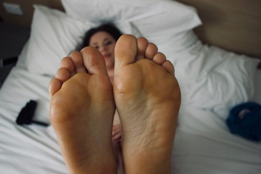 Black Gods Get Pussy, Whitebois Settle for Feet - image Black-Gods-Get-Pussy-Whitebois-Settle-for-Feet-6-1024x683 on https://blackcockcult.com