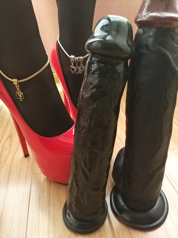 Queen of Spades Anklet - image queen-of-spades-anklet-13 on https://blackcockcult.com
