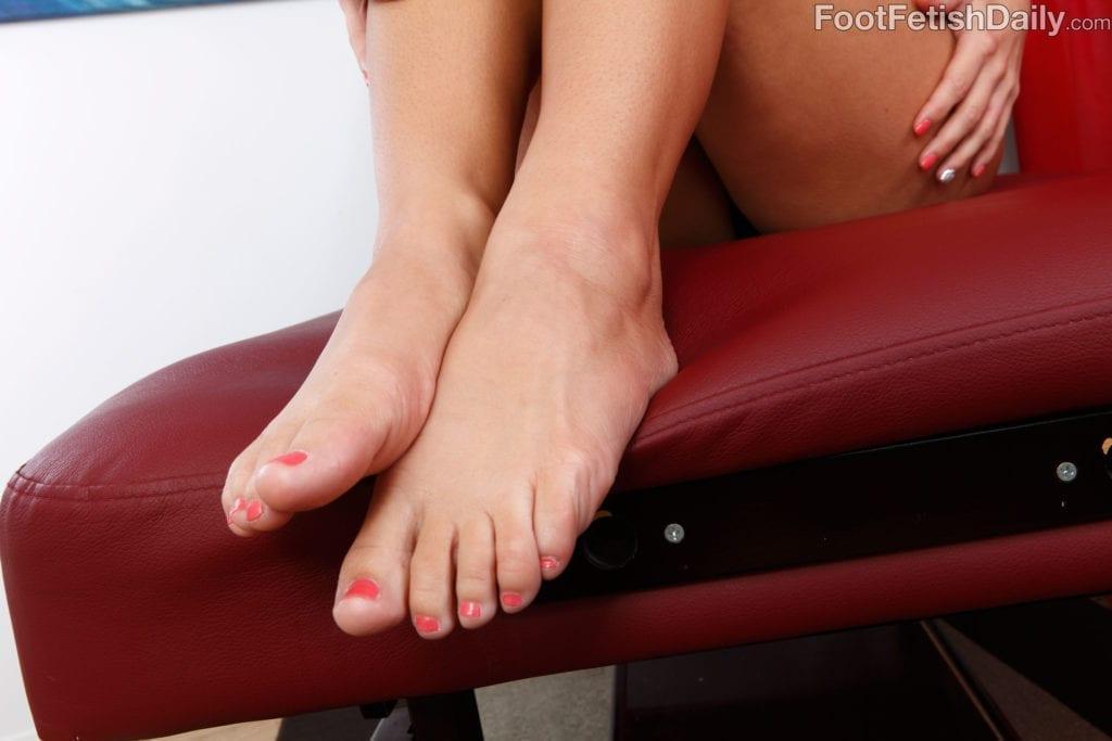 Emily Austin Turns Whitebois Into Foot Addicted Sissies - image Emily-Austin-Turns-Whitebois-Into-Foot-Addicted-Sissies-12-1024x683 on https://blackcockcult.com