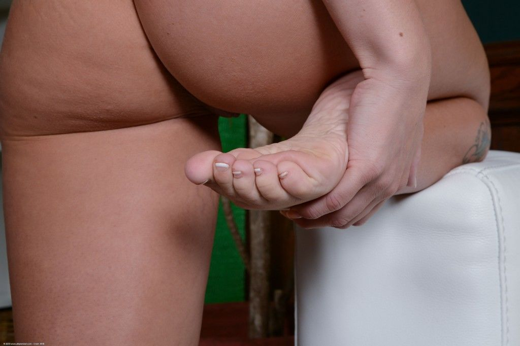 Emily Austin Turns Whitebois Into Foot Addicted Sissies - image Emily-Austin-Turns-Whitebois-Into-Foot-Addicted-Sissies-28 on https://blackcockcult.com