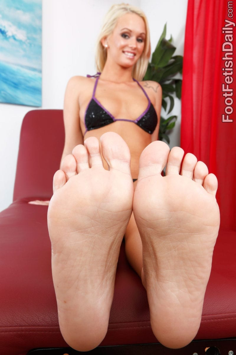 Emily Austin Turns Whitebois Into Foot Addicted Sissies - image Emily-Austin-Turns-Whitebois-Into-Foot-Addicted-Sissies-40-800x1200 on https://blackcockcult.com