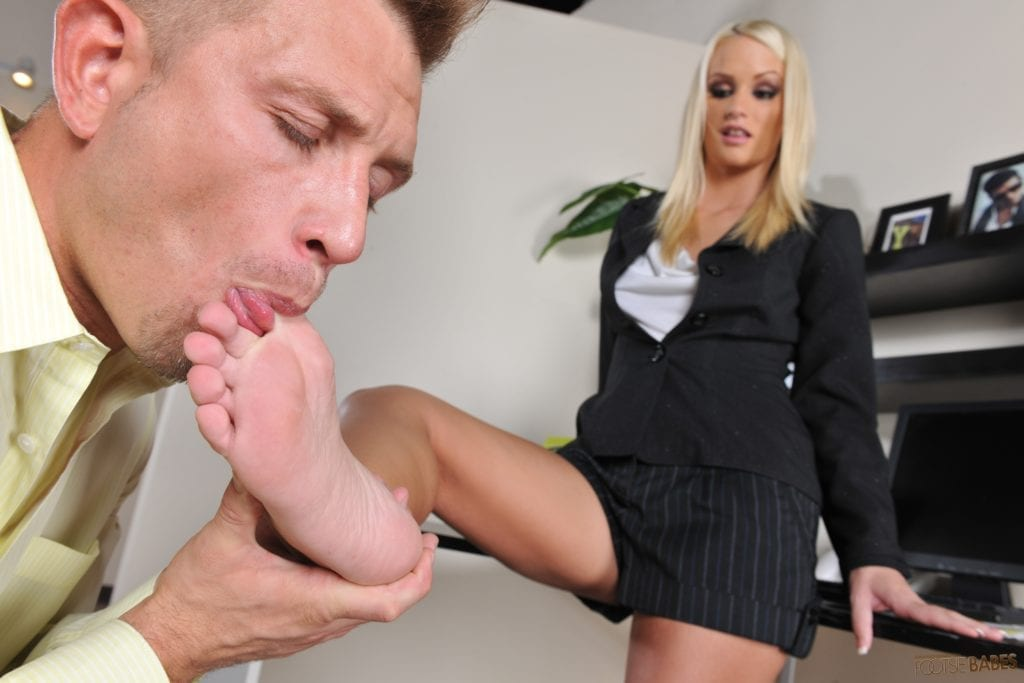 Emily Austin Turns Whitebois Into Foot Addicted Sissies - image Emily-Austin-Turns-Whitebois-Into-Foot-Addicted-Sissies-59-1024x683 on https://blackcockcult.com